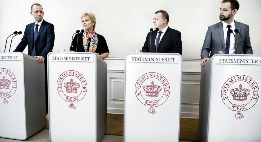 Pressemøde om trepartsforhandlinger i Statsministeriet. Jacob Holbraad, DA, Lizette Risgaard, LO, Statsminister Lars Løkke Rasmuusen og Jacob Bundgaard, KL. »Vi står i en helt ekstraordinær situation, som kalder på ekstraordinære løsninger. Det kræver, at vi, der er mødtes i dag, er parate til at bringe noget med til bordet. At vi har modet og viljen til at udvise samfundssind,« sagde Lars Løkke Rasmussen.