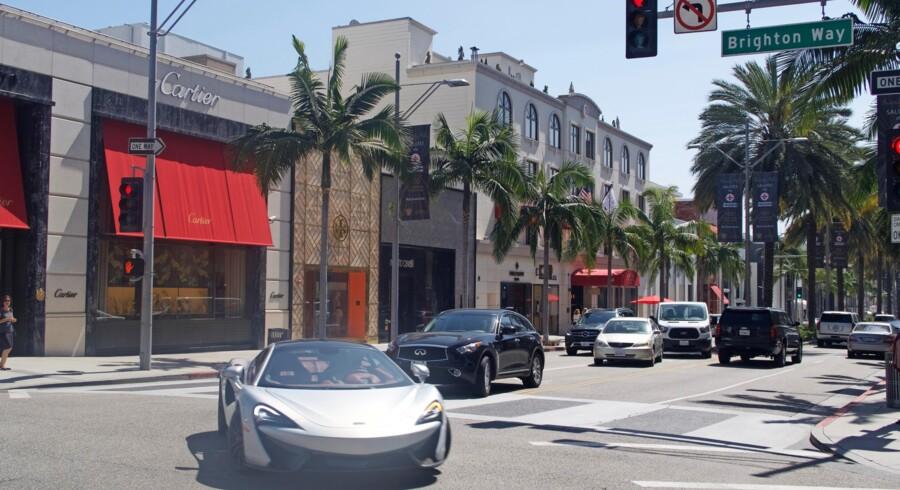 Beverly Hills er imponerende på en række områder. Dyre biler, vild shopping og vanvittigt dyre huse er blot nogle af de spektakulære elementer.