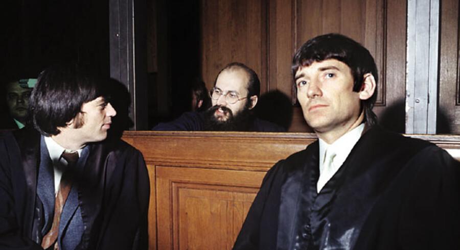 Sammenhold. Så gode venner var de engang. RAF- advokaterne Hans-Christian Ströbele (t.v.), Horst Mahler og Otto Schily (t.h.) i samtale under en retssag i Berlin i oktober 1972.