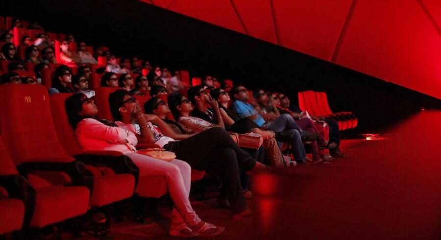Mens behovet for at se 3D-film er faldende i Europa, er det stadig sgtort i andre verdensdele, som Kina og som her i Indien, hvor billedet er taget i en biograf i Mumbai.