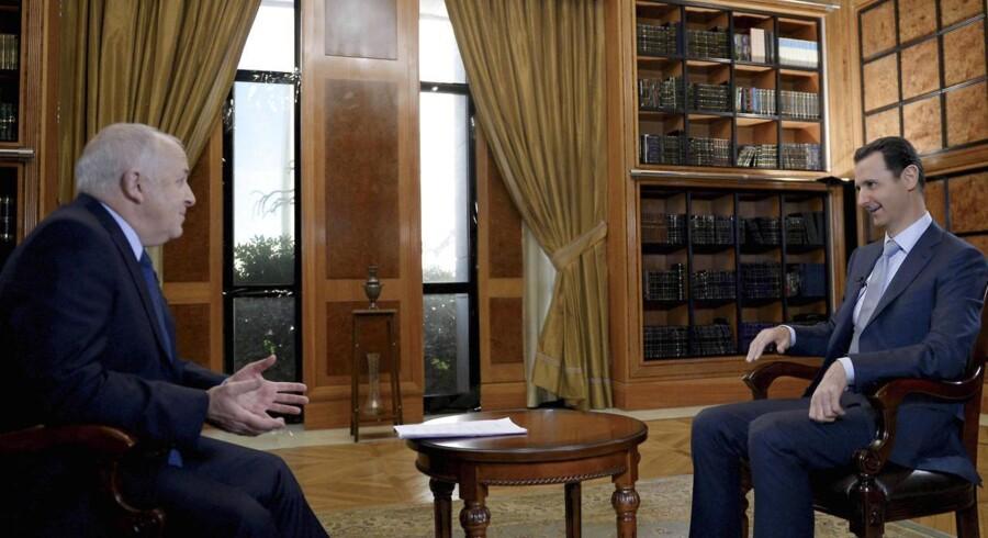 Syriens præsident, Bashar al-Assad (højre) i et interview med BBC i Damaskus den 9. februar 2015.