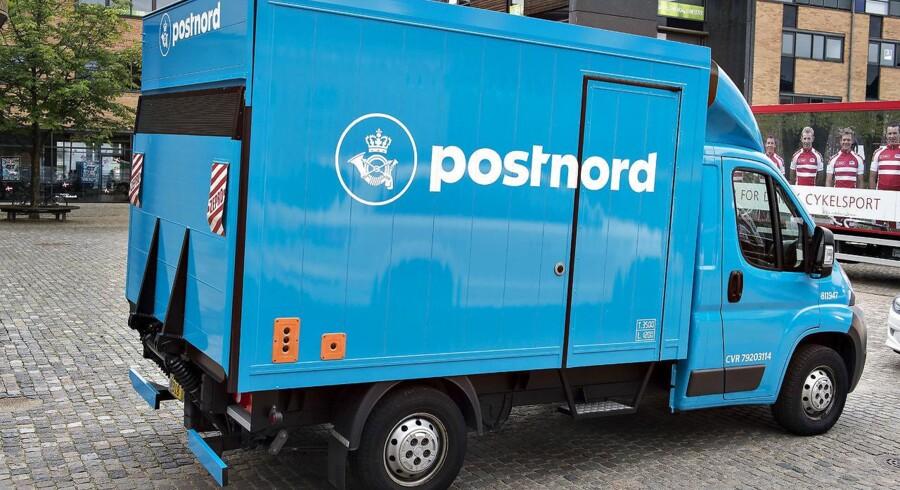 Postnord blå postbiler.