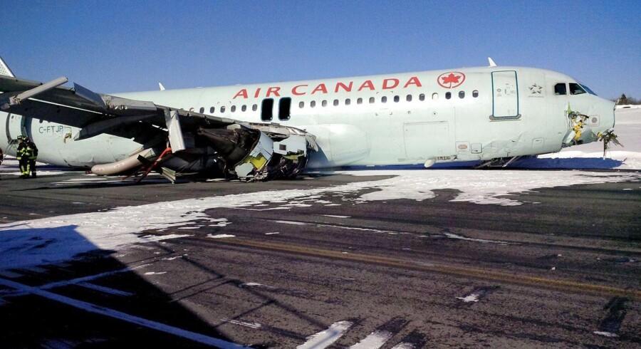 Mindst 23 personer blev sendt på hospitalet med skader, da et Air Canada-passagerfly tidligt søndag morgen lokal tid forulykkede, da det landede i Halifax i det østlige Canada.