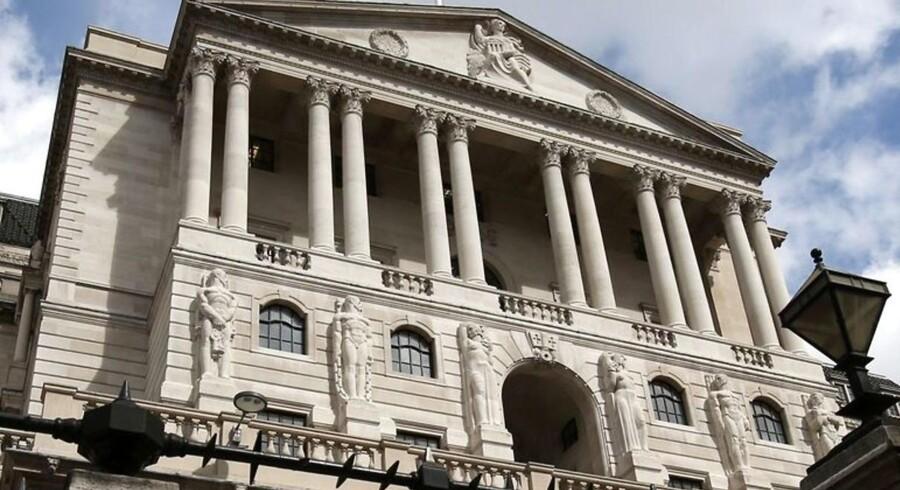 Selv om det er fredag, starter vi lige med et tilbageblik på i går, torsdag, hvor Bank og England renten til rekordlavt niveau på 0,25 procent.