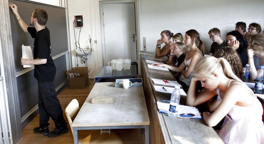 Københavns Politi har sigtet 27 personer for at have uploadet uægte gymnasiale eksamensbeviser.