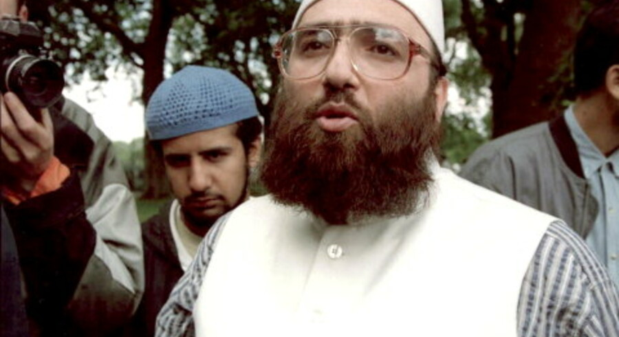 Den kontroversielle og åbentmundede Omar Bakri Mohammed, her fotograferet ved talerstolen Speaker¿s Corner i Hyde Park i London, er rejst til Libanon, hvor han nu er anholdt. Arkivfoto: Michael Crabtree/AFP