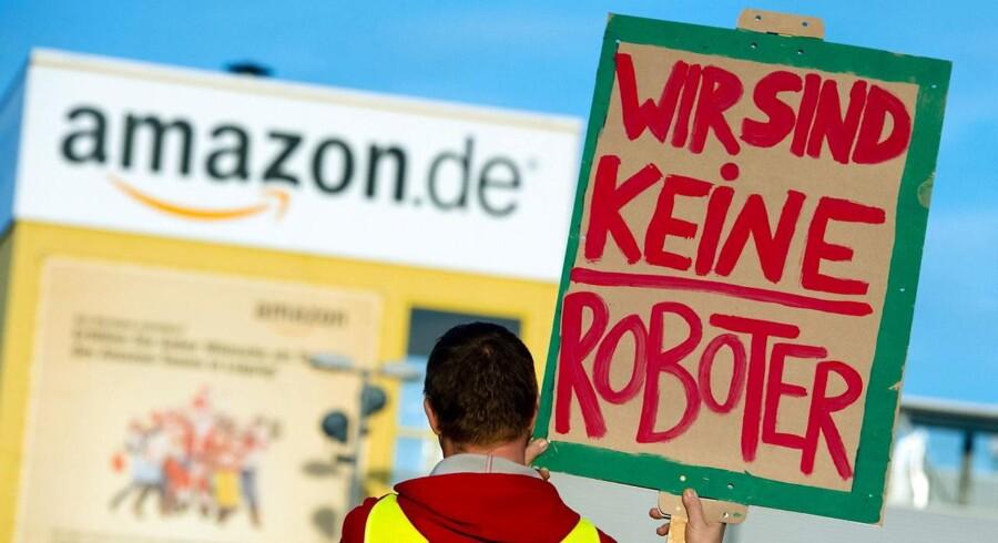 Tyske ansatte hos Amazon nedlægger arbejdet for at presse onlinegiganten til at indgå en overenskomst.