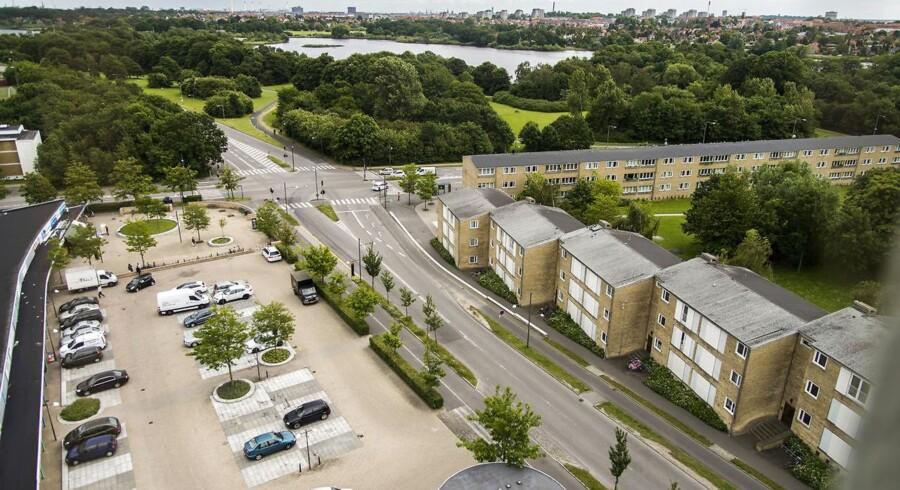 ARKIVFOTO af Tingbjerg: Københavns politi er kaldt ud til et nyt skyderi, denne gang på Tingbjerg, der ligger på Ydre Nørrebro. Der har i de seneste dage og uger været adskillige skyderier på Nørrebro. Politiet mener at der er tale om en kamp mellem gruppering Loyal to Familia og en anden, ukendt bande.