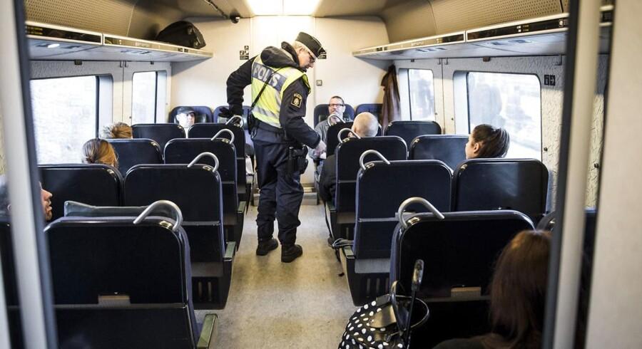 Busselskaber skal fra mandag 4. januar sikre, at passagerer, som tranportere til Sverige, har gyldigt billed-id.