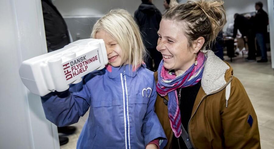 Indsamling til fordel for Dansk Flygtningehjælp.