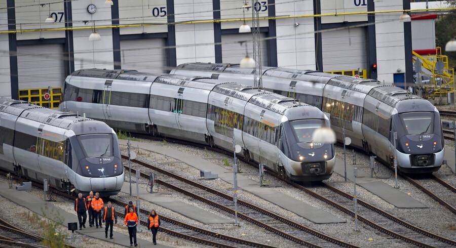 """RB PLUS Minister sår tvivl om timemodellen. Hans Christian Schmidt mener ikke, at den såkaldte timemodel er """"urørlig"""", når togfonden skal kigges efter i sømmene. ARKIVFOTO: 2011 af IC4-tog."""