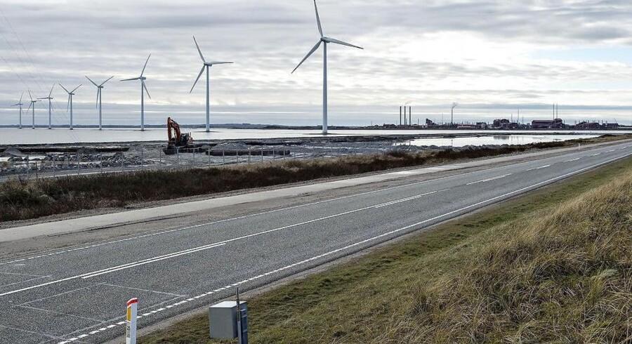 DF-formand Kristian Thulesen Dahl kan ende med at frede de kystnære vindmøller, han ellers ville have haft droppet. Her er det kystnære vindmøller ved Nissum Bredning.