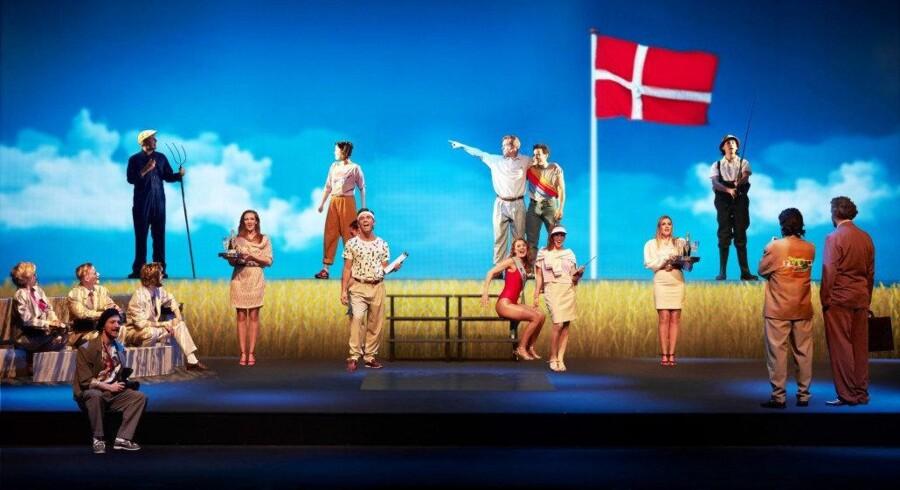 Fredericia Teater har gennem de seneste tre år haft succes med store, kostbare musikforestillinger – her den helt nye »Shu-bi-dua - The Musical« – men teatret får kun en brøkdel i støtte af, hvad der tilfalder de større teatre. Det er teaterchef Søren Møller utilfreds med. Foto: Søren Malmose
