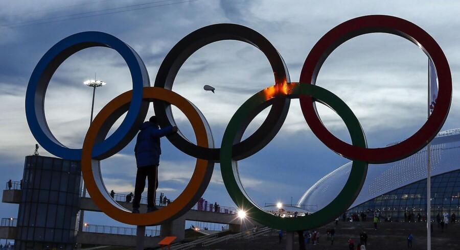 Den Internationale Olympiske Komité (IOC) vil nu tillade, at transkønnede kan deltage ved OL, selv om de ikke har fået lavet en kønsskifteoperation. Retningslinjerne er blevet ændret forud for sommerens OL, der finder sted i Rio de Janeiro i Brasilien.