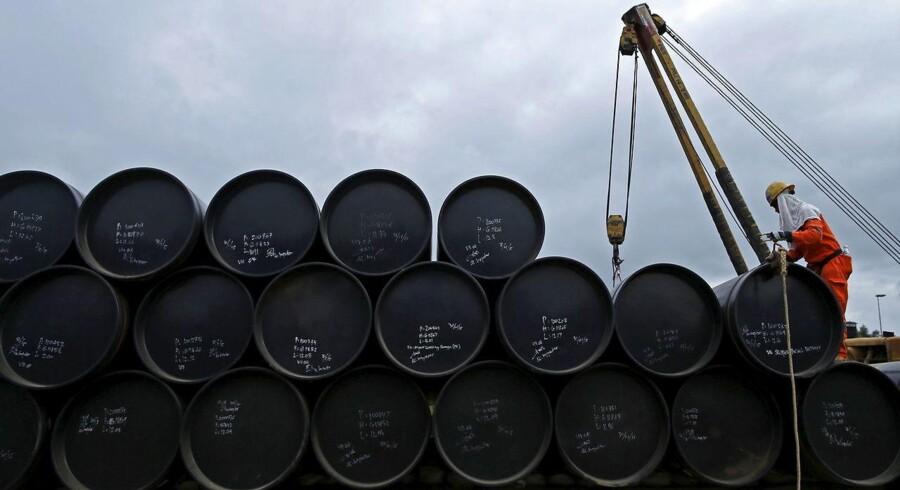 Det toneangivende europæiske olieindeks Brent lå mandag morgen i et niveau over 38 dollar tønden. Det skal ses i forhold til, at prisen for en lille uge siden lå pænt under 37 dollar pr. tønde.