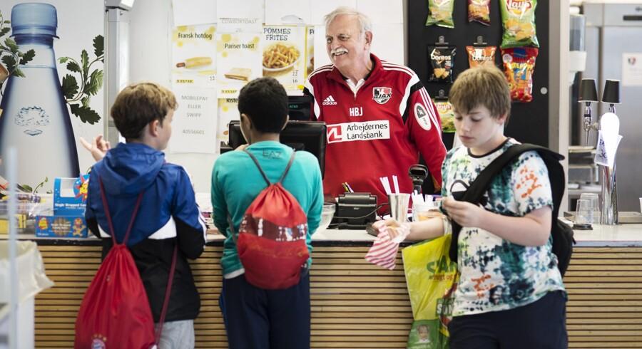 Foreningsliv. Helge Bruus Jensen har været frivillig gennem 56 år i AJAX København håndbold. Foto: Marie Hald