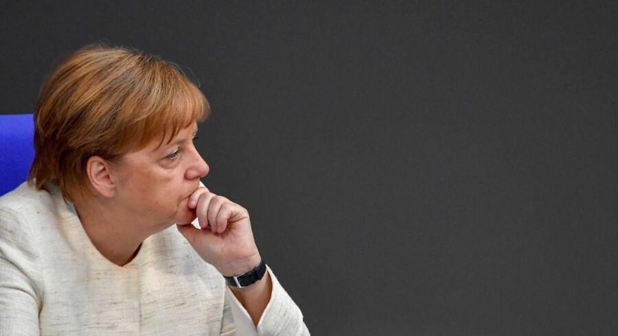 Merkel har reddet den tyske regering efter asylkompromis med indenrigsminister Horst Seehofer. Forslaget om transitcentre for asylansøgere langs den tyske grænse til Østrig kan dog give anledning til nye problemer for kansleren.