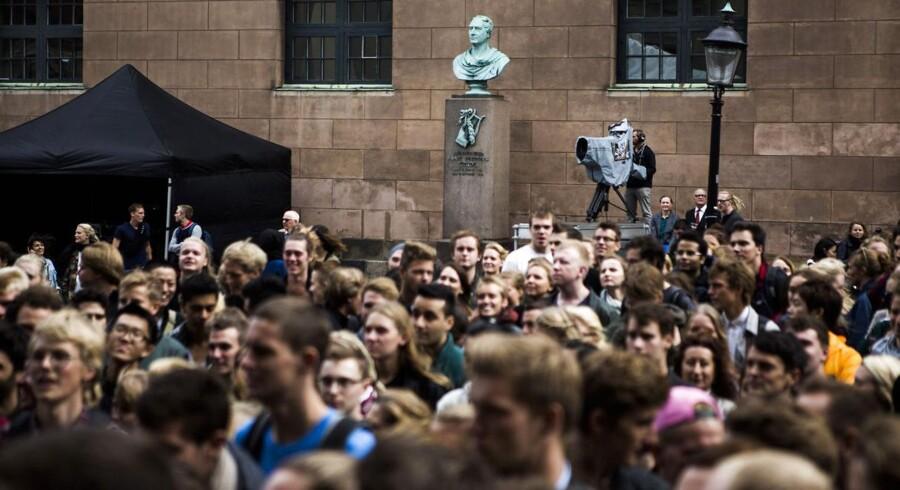 23.342 ansøgere er ikke kommet ind på deres ønskestudie i år. Nu gælder det om at revidere karrieredrømmene. Her foto fra sidste års immatrikulationsfest på Københavns Universitet. (Foto: Simon Læssøe/Scanpix 2014)