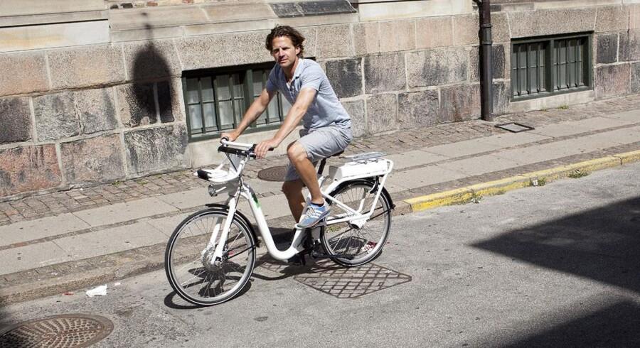 Niklas Marschall, adm. direktør i Cykel DK, på en af de nye bycykler hans firma skal administrere på vegne af Frederiksberg og København.