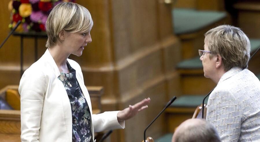 De Radikales erhvervsordfører, Ida Auken (til venstre), fastholder den hårde tone over for realkreditinstitutterne.