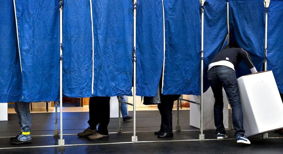 Danskerne stemmer til kommunalvalget i 2009. Berlingske afdækker i dag, hvor mange anonyme penge der florerer i de kommunale og regionale partiafdelinger.