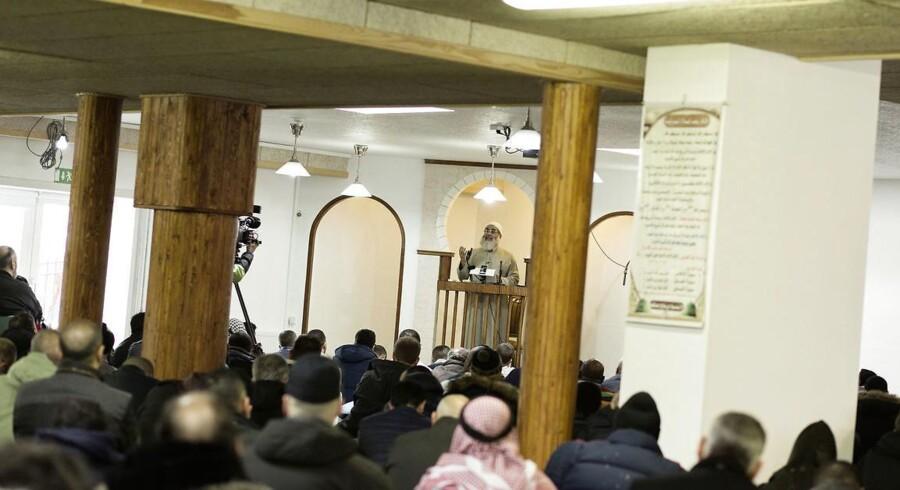 Jacob Bundsgaard efterlyser blandt andet en certificeringsordning for imamer. Her er billede fra fredagsbøn i Grimhøjmoskeen i Aarhus.