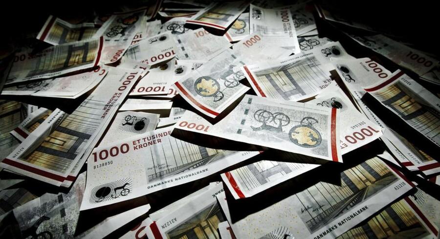 Bankerne er ramt af historisk lave renter, men skovler til gengæld penge ind på gebyrer drevet af husejernes massive appetit på låneomlægninger.