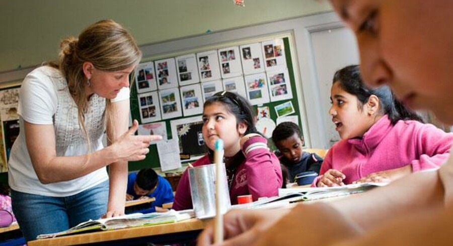 På 200 folkeskoler over hele landet vil der blive lavet forsøg med undervisning på tosprogede elevers modersmål.