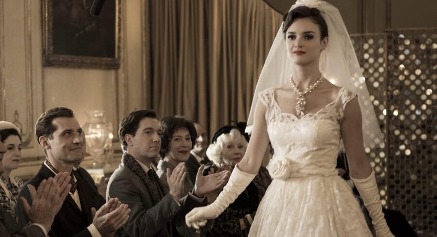 Filmens kostumer var for en stor del orignale YSL-kjoler, udlånt af Pierre Bergé.