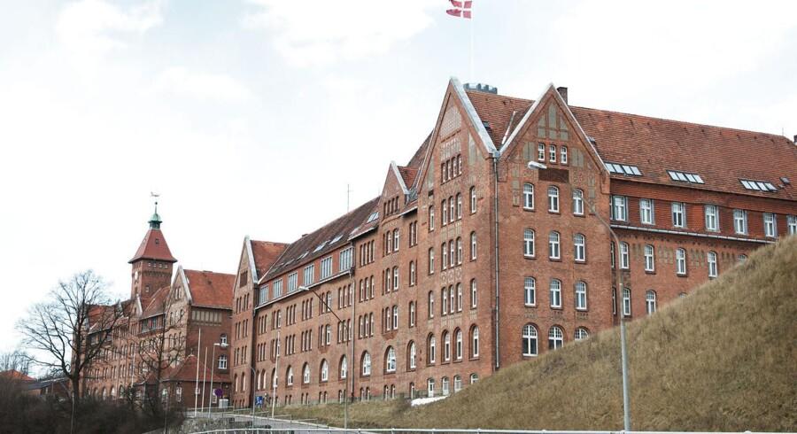»For det første har Sønderborg blødt rigtig mange statslige arbejdspladser, efter man lukkede kasernen. For det andet bliver der ledige lokaler, når asylcentret i kasernen lukker i 2016.«