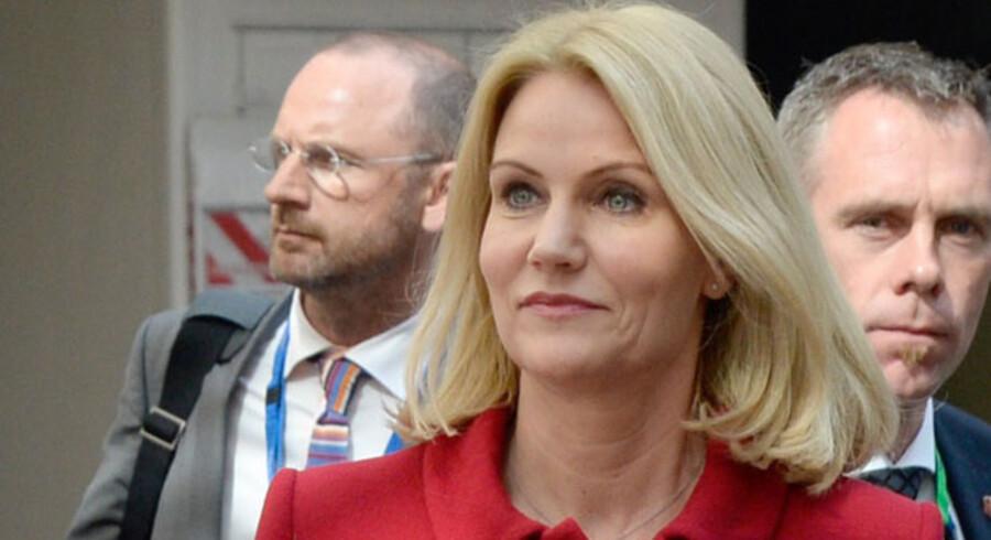 Helle Thorning-Schmidt med europæiske regeringsledere i Bruxelles.