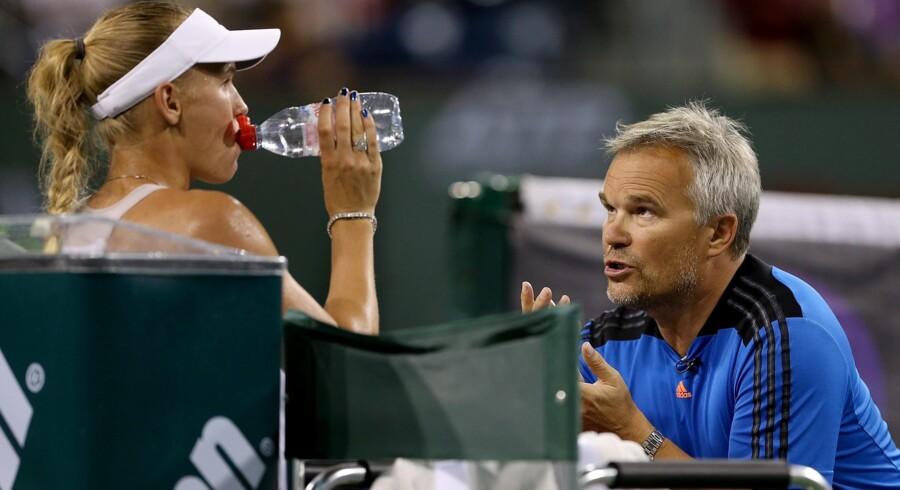 Præstationer: Caroline Wozniacki får gode råd af sin far, Piotr Wozniacki, under en tennisturnering i Indian Wells. Foto: Scanpix