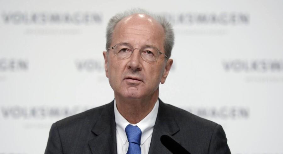 Volkswagen-formand, Hans Dieter Pötsch, siger torsdag på en pressekonference i Wolfsburg, at 450 eksperter - interne såvel som eksterne - er involveret i undersøgelsen, som vil strække sig ind i det nye år.