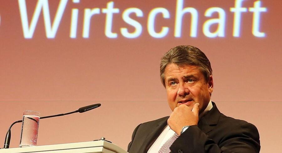 Den tyske vicekansler og økonomimister, Sigmar Gabriel, giver ikke meget for Deutsche Banks bortforklaringer.