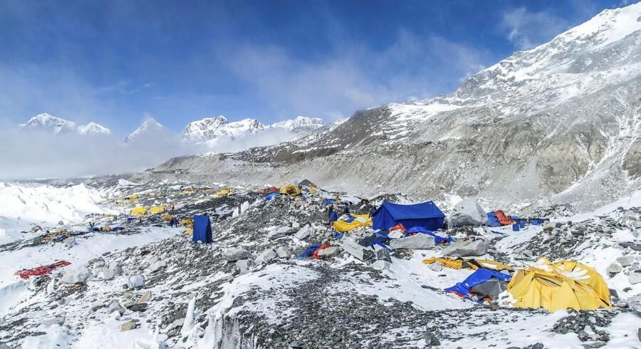 »Her til eftermiddag (onsdag, red.) er jeg endelig kommet helt ned til Base Camp,« skriver Rasmus Kragh på Facebook.