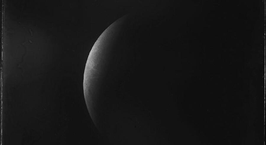 Det bemærkelsesværdige køkkenfund indeholdt blandt andet dette billede af en måneformørkelse i februar 1896. Formørkelsen er foreviget fra Københavns Universitets observatorium på Østervoldgade.