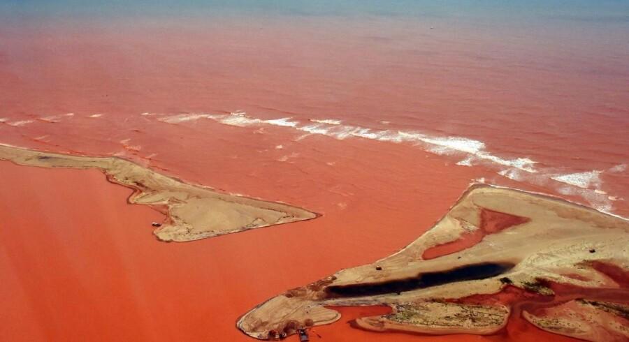 Den brasilianske forbundsregering har sat gang i erstatningskrav mod BHP og partneren Vale i forbindelse med omkostningerne til oprydning og skader som følge af oversvømmelsen, der opslugte en landsby og forurenede floden Doce, da dæmningen gik i stykker 5. november.