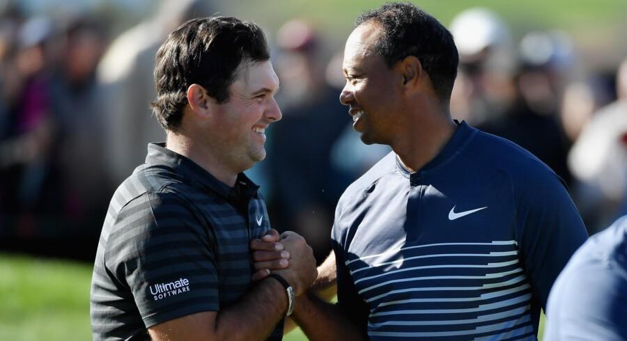 Tiger Woods klarer cutgrænsen for første gang i lang tid. Scanpix/Donald Miralle