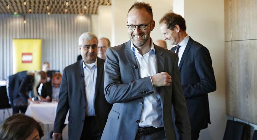 Ny ledelse i LEGO ved dagens pressemøde i København 6.12.2016. Fra v., Bali Padda, ny CEO og Jørgen Vig Knudstorp, afgående CEO.. (Foto: Nikolai Linares/Scanpix 2016)