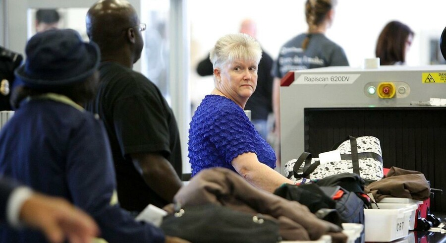 Meget tyder på, at flypassagerer kan se frem til at komme lufthavnes sikkerhedskontrol fire gange hurtigere end i dag. Her fra lufthavnen i Los Angeles.