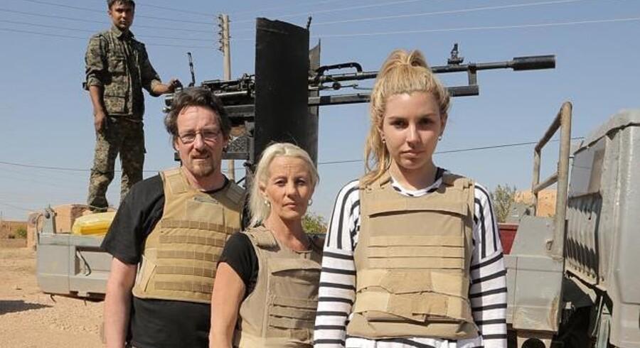 Tre af deltagerne i realityprogrammet 'Go Back to Where You Came From' blev sendt til fronten i Syrien, hvor de blev beskudt af Islamisk Stat.