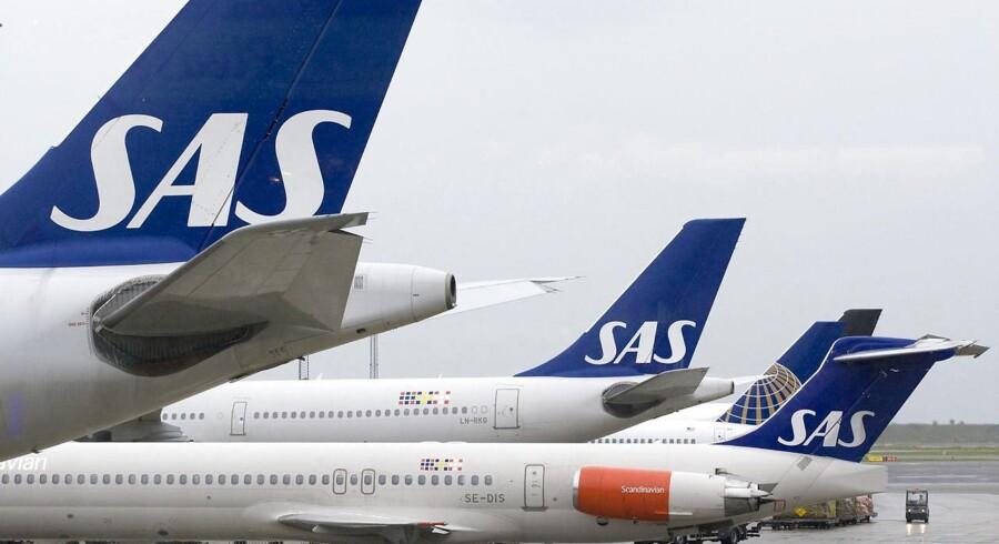 -Arkiv- SE RITZAU SAS fløj 2, 4 millioner passagerer i april, en stigning på 2, 4 procent. Det viser de seneste trafiktal fra selskabet. - - - - Arkivfoto:SAS-underskud svinder takket være lav oliepris Lavere brændstofomkostninger er med til at sikre SAS et resultat før skat i 1. kvartal af det forskudte regnskabsår på minus 309 millioner svenske kroner.Se RB kl. 08.10 08/03/2016 Arkivfoto: ARKIVFOTO 2010 af SAS-fly- - Se RB 16/12 2015 08.14. SAS er fortsat i modvind men kunne for 2014/15 præsentere et pænt overskud.(Foto: Steffen Ortmann/Scanpix 2015)