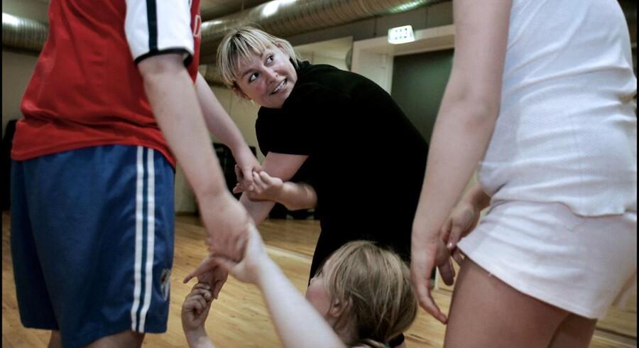 ARKIVFOTO: På en tredjedel af landets børneafdelinger findes der slet ingen behandlingstilbud til svært overvægtige børn.