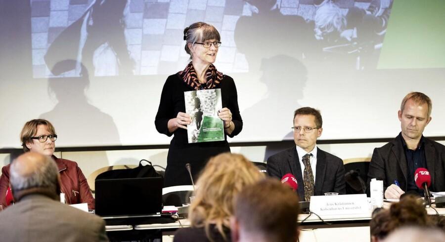 Professor Nina Smith og resten af Dagpengekommissionen ved mandagens præsentation af kommissonens anbefalinger til dagpengesystemet.