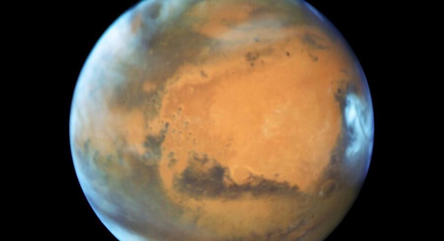 Mars fotograferet den 12. maj 2016 af NASAs Hubble Space Telescope, da planeten var over 80.000000 kilometer fra Jorden. Nu ser det ud til, at der er endnu længere til den røde planet grundet økonomi. (Foto: NASA NASA/Scanpix 2017)
