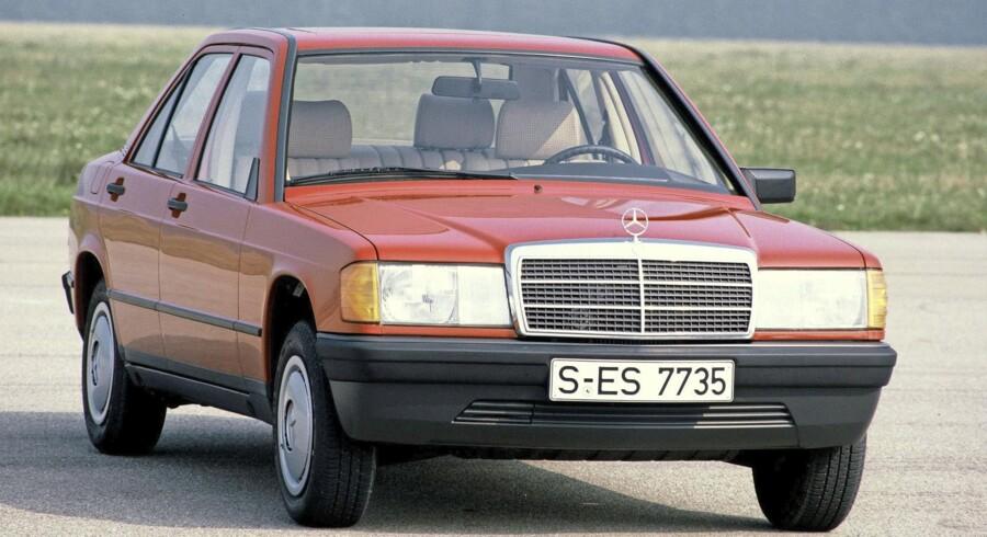 Mercedes-Benz 190/190 E var Mercedes' første 'lille' bil, og forløberen til nutidens C-Klasse. Den er et designikon i Mercedes-regi og gjorde pludselig storebroderen W123 forældet at se på. Samlekvaliteten var derudover skudsikker, og 190 E med elektrisk indsprøjtning og 122 hk var ikke helt ueffen for en årgang 1983. Foto: PR