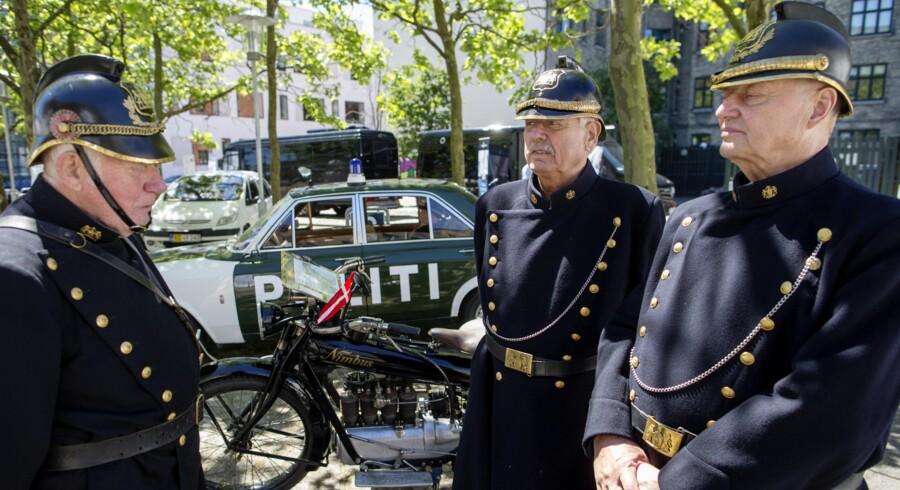 Panserbasser på patrulje. Politihistorisk Museum er også med, når krimigenren denne weekend bliver hyldet i København til festivalen Copenhagen Crime. Motorcyklen er den danskproducerede Nimbus fra 1927. Politibilen en Ford M20 V6 fra 1967. Foto: Jens Astrup