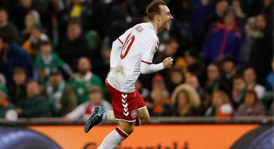 En smuk scoring af Christian Eriksen bringer Danmark foran 2-1.