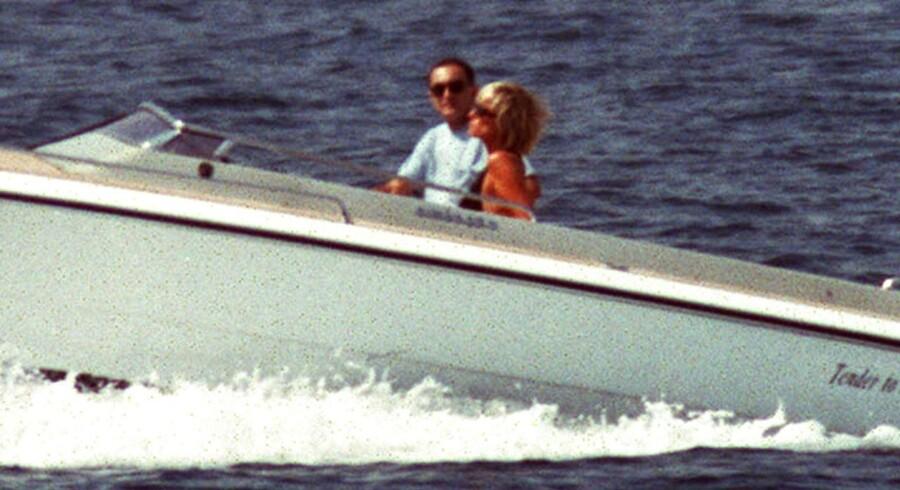 Den nye film »Diana« skaber ballade i England, fordi den hævder, at Prinsesse Diana blot brugte en affære med den egyptiske playboy Dodi Al Fayed til at gøre sit livs store kærlighed, den pakistanske hjertekirurg Hasnat Khan, jaloux. Her ses Diana og Dodi på ferie i St Tropes 22. august 1997.