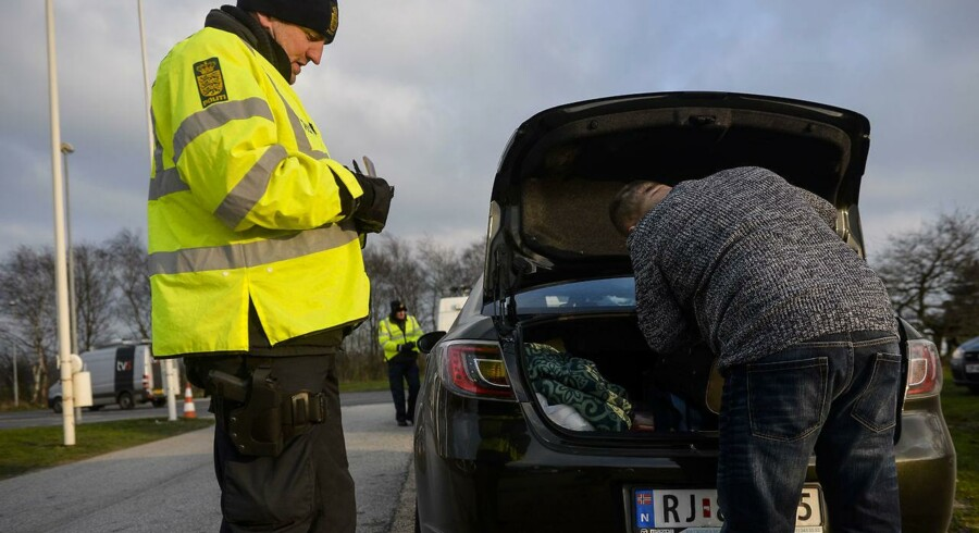 Ifølge TV 2 stod fire store grænseovergange tomme mandag.